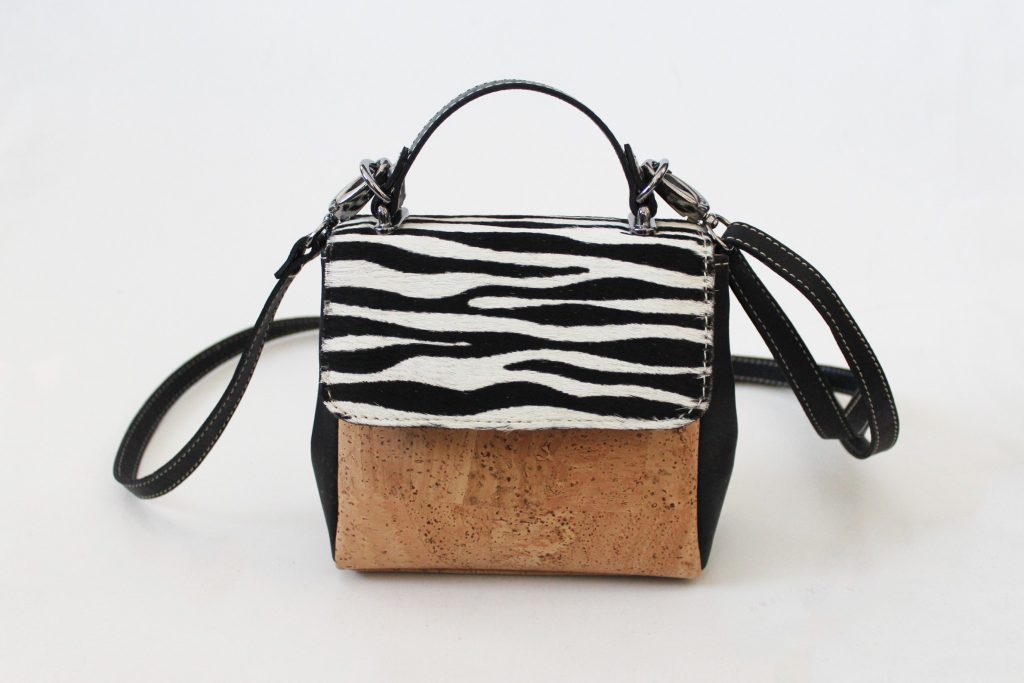 design handtas in kurk, kurk handtas , vegan handtas, sustainable handtas, fashionlovers, zebra print, design handtas, luxe handtas, newstyle, trendy fashion, stylelover, fashionlovers, ecofashion, corkbags, crossbodybag, eco, linea_bvba, belgianblogger